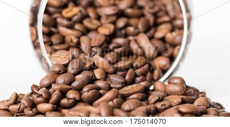 Grains of coffee for the preparation of aromatic fresh and invigorating drink