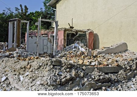 Old house in ruins to build new building.