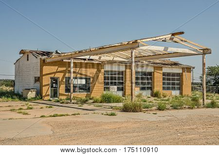 Former service station and repair shop on Route 66 is badly in need of a new roof