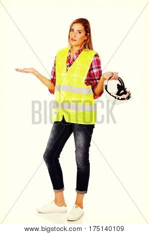 Female builder gesturing dont know