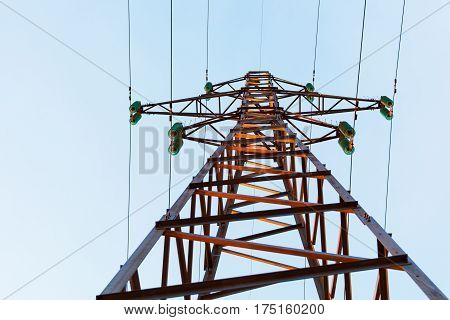 The support of an electric power line from below against the sky