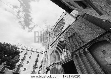 Barcelona (Catalunya Spain): facade of Santa Maria del Pi gothic church. Black and white