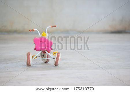 Bicycle rickshaws for children, Bicycle rickshaws on ground