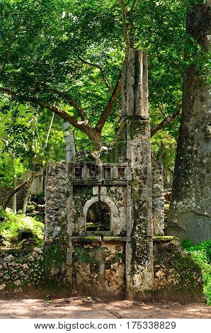 Kenya Gede ruins are the remains of a Swahili town located in Gedi a village near the coastal town of Malindi. Tomb of the fluted pillar