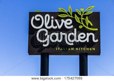 Muncie - Circa March 2017: Olive Garden Italian Restaurant. Olive Garden is a Division of Darden Restaurants IV