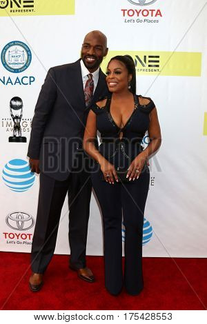 LOS ANGELES - FEB 11:  Jay Tucker, Niecy Nash at the 48th NAACP Image Awards Arrivals at Pasadena Conference Center on February 11, 2017 in Pasadena, CA