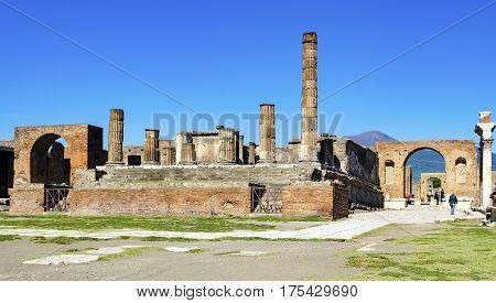 Forum and Temple of Jupiter with sulbackground Vesuvius in ancient Pompeii. It was completely destroyed by the eruption of Mount Vesuvius. One of the main tourist attractions in Italy.