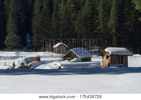 winter, snow, house, cottage, cabin, home, mountain, holiday, landscape, nature, white, chalet, forest, vacation, tree, log, covered, cold, ski, season, wood, hut, blue, sky, wooden, frost, building, snowy, scenery, rural, scenic, sunny, pine, village, fr