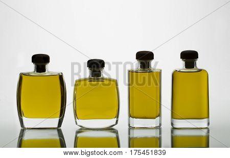 Bodegon de botellas de Aceite  de diferentes tamaños