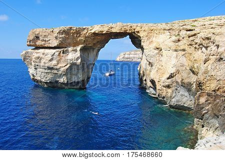 The Azure Window the way it looked before it collapsed into the sea.