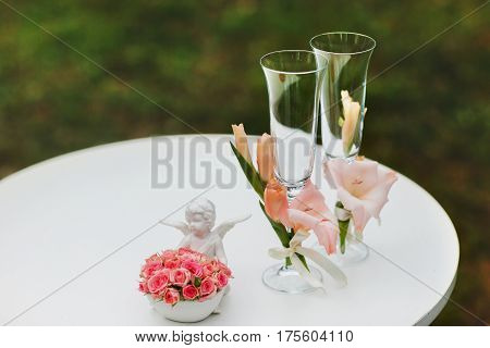 Wedding wineglasses decorated with the pink lilies