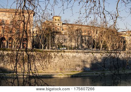 glimpse of the Tiber in Rome city