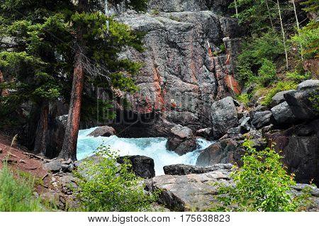 Splashing Lake Creek Falls