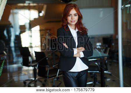 Beautiful business woman portrait. Woman in oficce