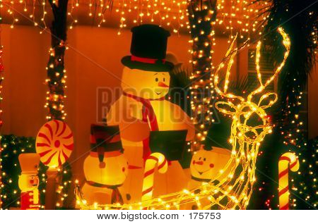 Holiday Lights Snowman Family