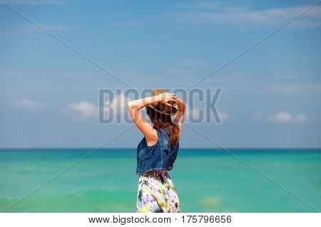 Photo Of Beautiful Young Woman Standing In Front Of Wonderful Sea Background In Greece