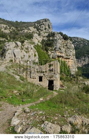 Farm building ruins found along the Path of Gods hiking trail along the Amalfi Coast.