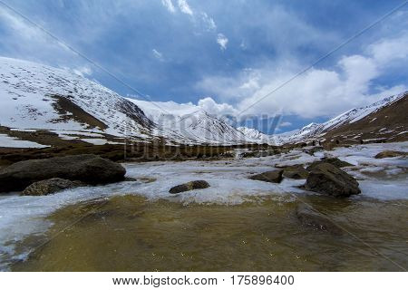 Along Way At Khardung La Pass In Ladakh, India. Khardung La Is A High Mountain Pass Located In The L