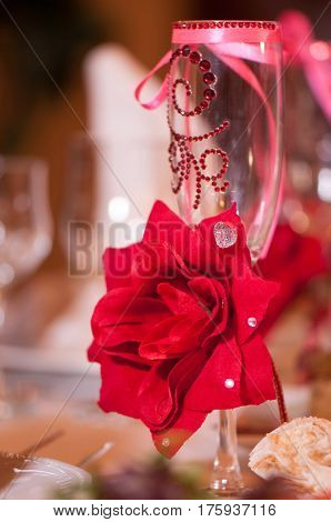 High champagne glass bowknot rose red pattern rhinestone close-up