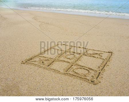 Tic tac te game on the beach
