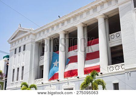 San Juan, Puerto Rico -august 4, 2018: Carlos Albizu University In The Heart Of San Juan Is The Firs