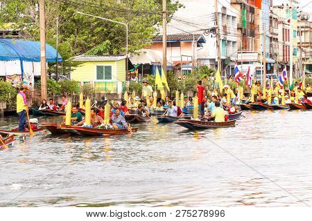 Samutsakorn, Thailand - July 27, Many People In Parading Traditional Of Candles To Temple At Katumba