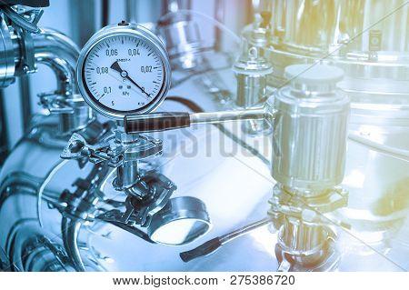 Steel Cameras Of High Pressure, Pressure Meter, Chrome Equipment
