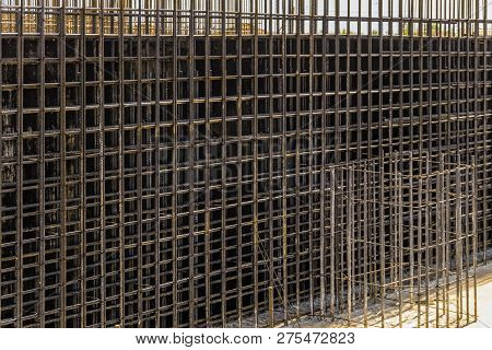 Reinforcing cage with joining longitudinal and transverse reinforcement. Shielded steel formwork for the construction of reinforced concrete monolithic structures. poster