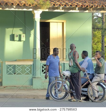 Santiago De Cuba, Cuba-april 14,2016: Streetlife Scene With Talking Men At A Ordinary Street Of Sant