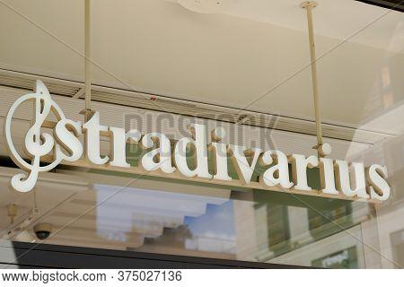Bordeaux , Aquitaine / France - 07 05 2020 : Stradivarius Logo Sign Of Store For Women Men Clothing