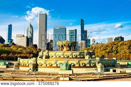 Chicago Skyline And Buckingham Fountain At Grant Park In Illinois - United States