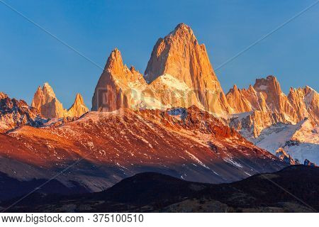 Fitz Roy Sunrise View. Fitz Roy Is A Mountain Near El Chalten In Patagonia, On The Border Between Ar