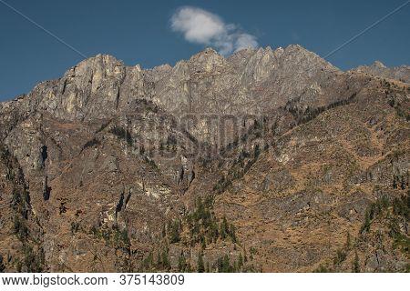 Nepalese Mountain Ranges Along Annapurna Circuit, Himalaya, Nepal, Asia