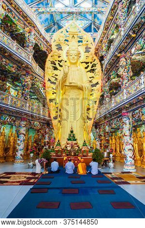 Dalat, Vietnam - March 12, 2018: Linh Phuoc Pagoda Or Ve Chai Pagoda Is A Buddhist Dragon Temple In