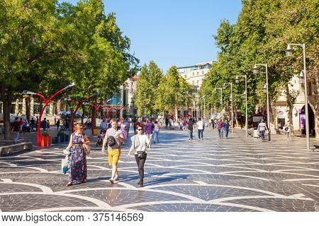 Baku, Azerbaijan - September 14, 2016: Fountains Or Parapet Square Is A Public Square In Downtown Ba