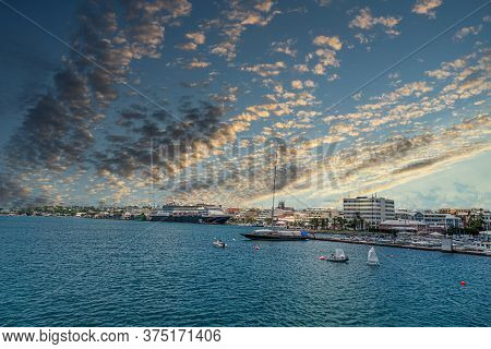 Bermuda Has A Blend Of British And American Culture, Which Can Be Found In The Capital, Hamilton. It