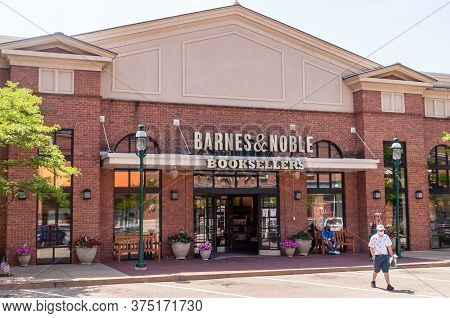 Homestead, Pennsylvania, Usa 7/5/20 The Barnes And Noble Bookstore In The Waterfront Shopping Comple