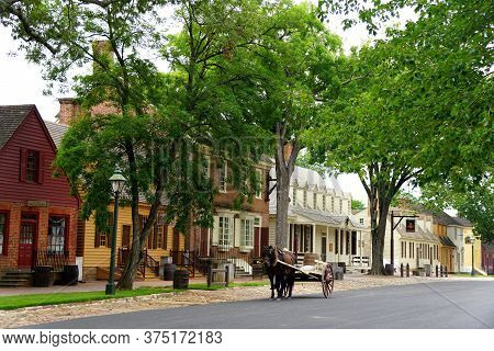 Williamsburg, Virginia, U.s.a - June 30, 2020 - The View Of The Street With A Horse Carriage