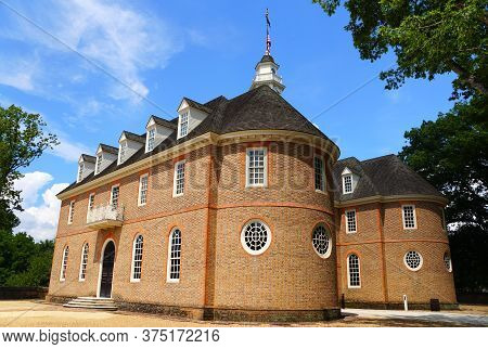 Williamsburg, Virginia, U.s.a - June 30, 2020 - The Side View Of The Capitol Building During A Sunny