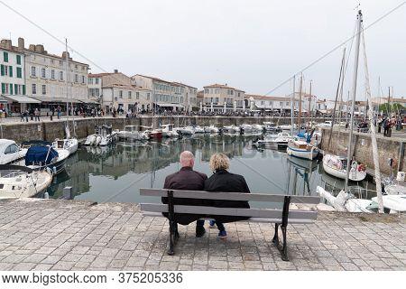 Saint Martin De  Ré, Charente Maritime / France - 05 01 2019 : Retirement Couple Senior Sit On Bench