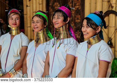 Inle Lake, Myanmar - Nov 09, 2019: Woman Of Padaung Tribe, Karen Long-necked Tribe With Traditional