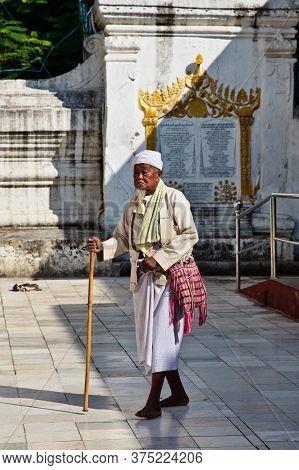 Mandalay, Myanmar - Nov 11, 2019: People In Mahamuni Pagoda In Mandalay, Myanmar Former Burma. Maham