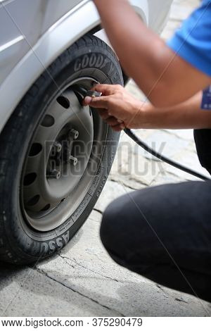 Salvador, Bahia/ Brazil - June 4, 2018: Person Calibrating Vehicle Tire At Gas Station In Salvador.