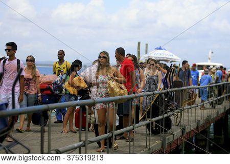 Cairu, Bahia / Brazil - November 14, 2013: Tourists Are Seen During Disembarkation At The Morro De S