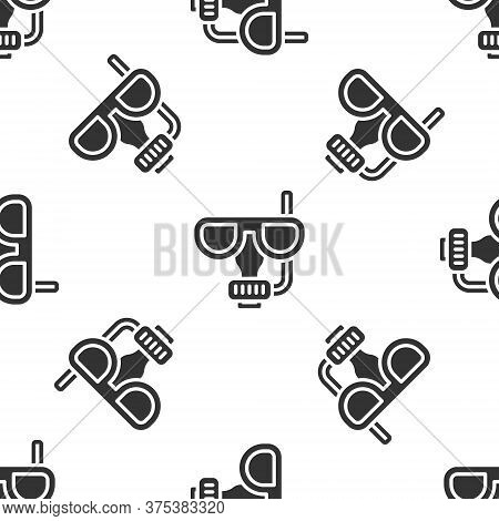 Grey Diving Mask And Snorkel Icon Isolated Seamless Pattern On White Background. Extreme Sport. Divi