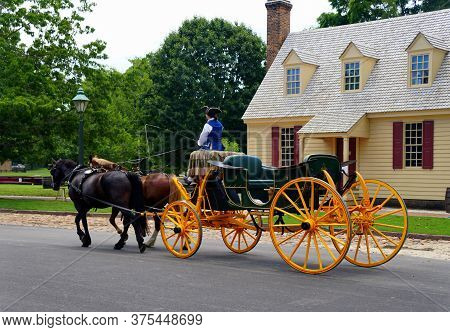 Williamsburg, Virginia, U.s.a - June 30, 2020 - A Horse Carriage On The Street