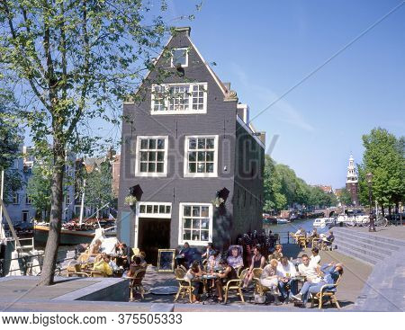 Amsterdam,holland-july 09,2009: Small Outdoor Cafe And Restaurant Near The Sint Anthoniesluis (sluis