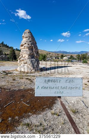 Liberty Cap, A Dormant Hot Spring Cone At Mammoth Hot Spring In Yellowstone National Park, Usa