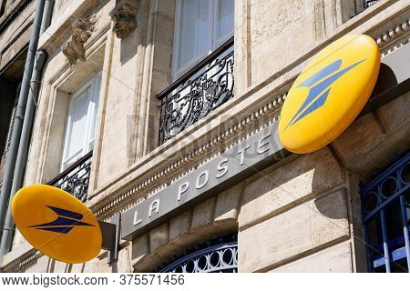 Bordeaux , Aquitaine / France - 07 07 2020 : La Poste Logo And Text Sign On Post Office Agency Store