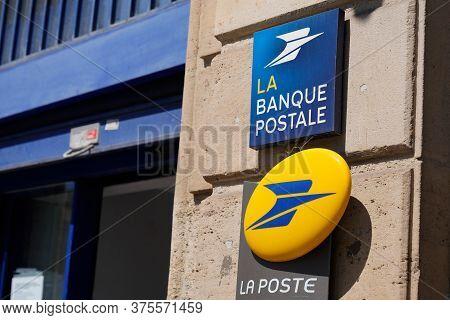 Bordeaux , Aquitaine / France - 07 07 2020 : La Poste Sign And Banque Postale Text Logo Of Store Fre